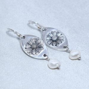 sterling silver freshwater pearl daisy earrings