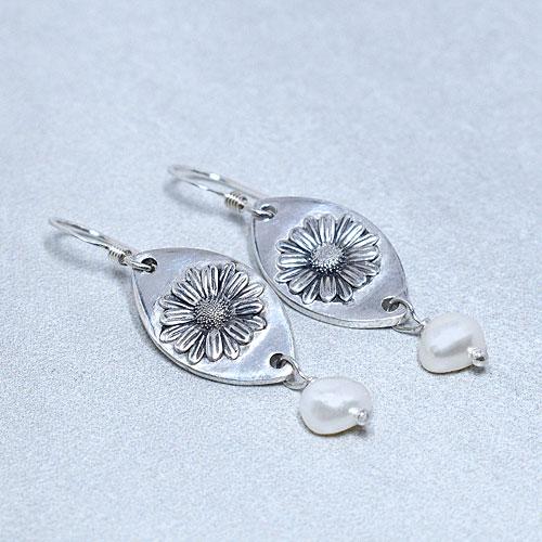 Freshwater pearl silver daisy earrings